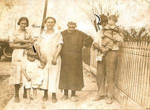 1918 -Aunt Rose, Pauline, Grandma & Grandpa